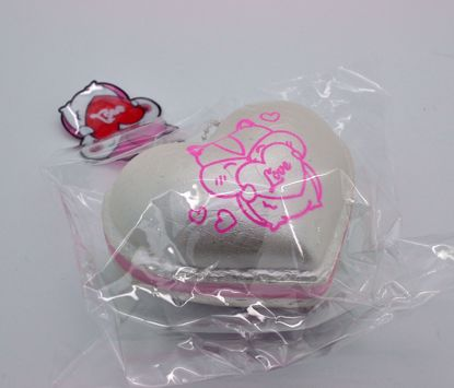 SQUISH2035 Popular Super Soft and Slow Rising Scented Poli Shimmer Love Heart Macaron Squishy - White